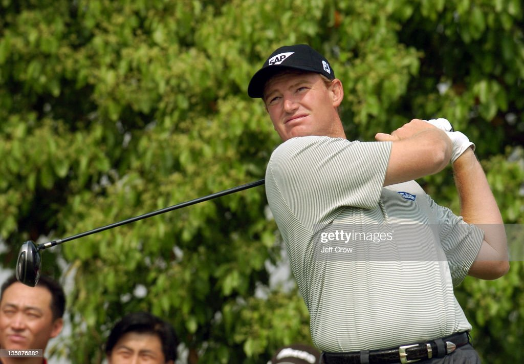 Ernie Els from South Africa playing the continued round four. Els won by 13 strokes at 26 under par BMW Asian Open, Tomson Golf Club Shanghai China May 2, 2005.