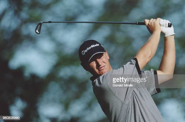 Ernie Els of South Africa follows his shot during the 101st US Open golf tournament on 15 June 2001 at the Southern Hills Country Club in Tulsa...