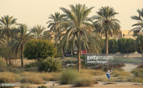 Els imagens e fotografias de stock getty images ernie els of south africa hits his second shot on the 10th hole during round two stopboris Gallery