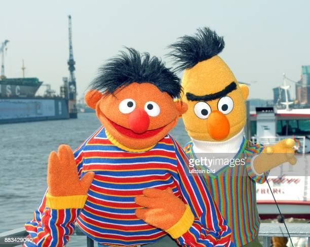 Ernie und Bert aus der Sesamstraße in Hamburg auf den Landungsbrücken