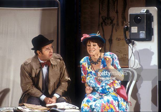 Ernst H Hilbich Lotti Krekel Die Superlachparade 1988 Bühne Auftritt Hut Promis Prominente Prominenter Schauspielerin Schauspieler Komiker dah