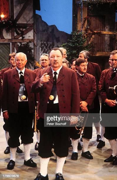 Ernst Mosch mit Orchester die OriginalEgerländer Musikanten ZDFShow HerzSchmerz und dies und das Volksmusik Tracht Dirigent Musiker Musikgruppe Promi