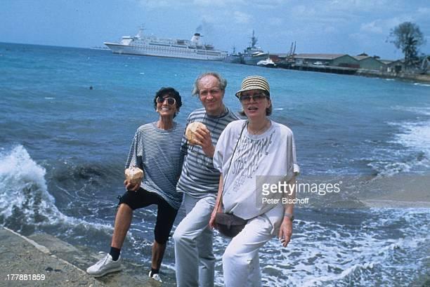 """Ernst Stankovski, Ehefrau Anna-Luise, Karin Anselm , neben den Dreharbeiten zur ZDF-Reihe """"Traumschiff"""", Folge 22, """"Indien/Malediven"""", MS """"Berlin ,..."""