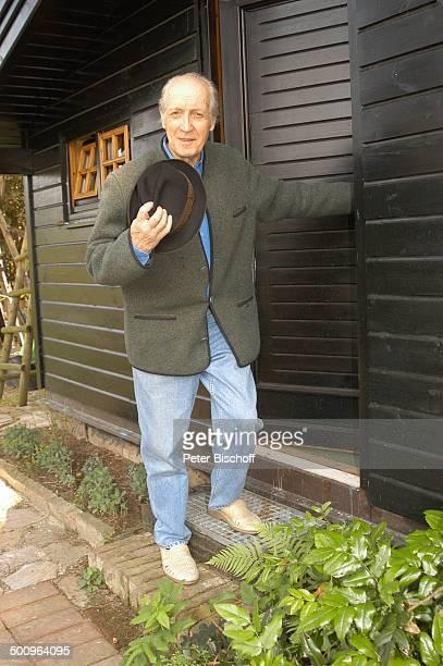 Ernst Stankovski Ferienhaus in Klosterneuburg bei Wien/Österreich Musiker Schauspieler Eingangstür Hut Hand am Hut grüßen Promi Promis Prominente PNr...