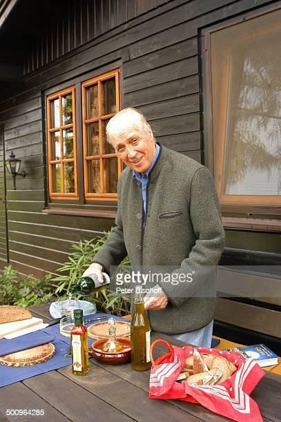Ernst Stankovski Ferienhaus in Klosterneuburg bei Wien/Österreich Musiker Schauspieler Getränk Glas Wein Karaffe Honig Brot Brotzeit Weinflasche...
