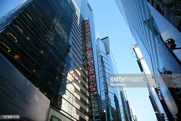 Ernst & Young LLP'S headquarters building, left, stands in New York, U.S., on Monday, Dec. 20, 2010. Ernst & Young LLP may be sued for fraud as early...