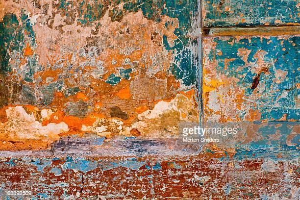 eroded colorful plaster on blue wall - merten snijders stockfoto's en -beelden
