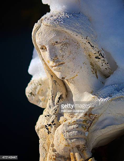 eroded garden sculpture toughed by sunlight - basslabbers, bastiaan slabbers stock pictures, royalty-free photos & images