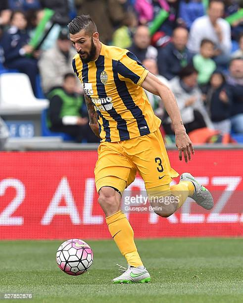 Eros Pisano of Hellas Verona FC in action during the Serie A match between US Sassuolo Calcio and Hellas Verona FC at Mapei Stadium Citt���� del...