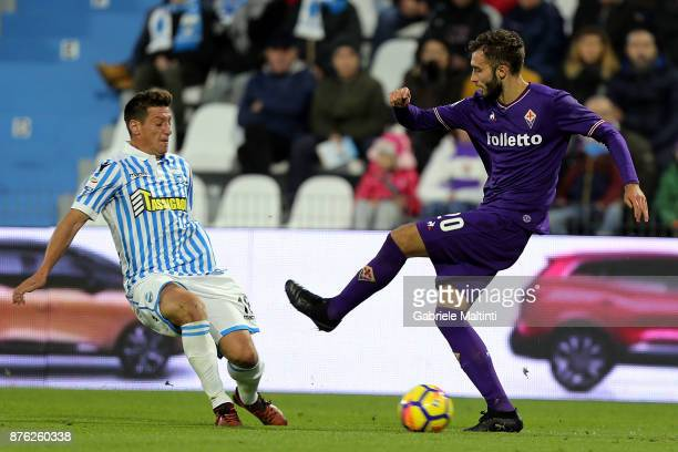 Eros Schiavon of Spal battles for the ball with German Pezzella of ACF Fiorentina during the Serie A match between Spal and ACF Fiorentina at Stadio...