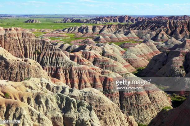 erosive landscape in badlands national park - rainer grosskopf 個照片及圖片檔