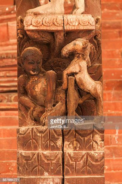erotic wood carving on temple strut - accouplement cheval photos et images de collection