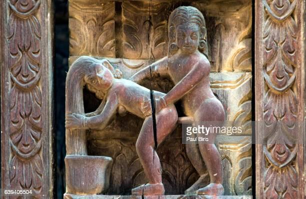 erotic wood carvings, pashupatinath temple, bhaktapur, nepal - reliefskulptur stock-fotos und bilder