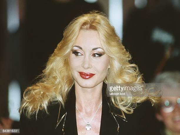 ErotikStar Dolly Buster Aufgenommen Juli 1999