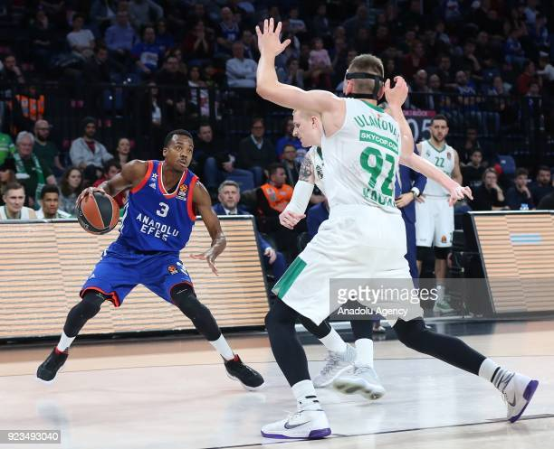 Errick McCollum of Anadolu Efes in action against Edgaras Ulanovas of Zalgiris Kaunas during the Turkish Airlines Euroleague basketball match between...