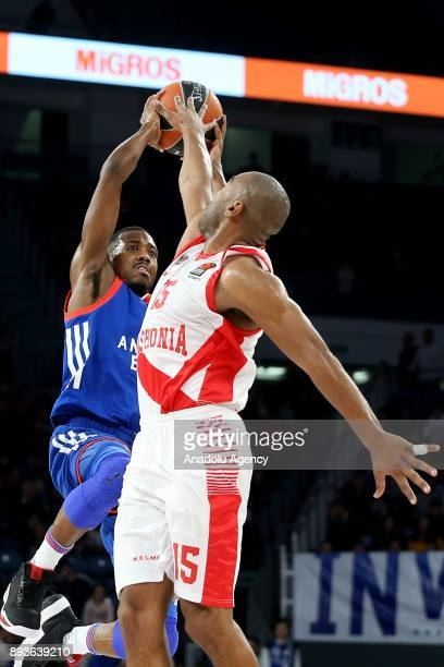 Errick McCollum of Anadolu Efes vies with Jayson Granger during the Turkish Airlines Euroleague basketball match between Anadolu Efes and Baskonia at...