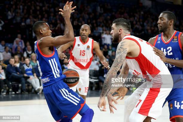 Errick McCollum of Anadolu Efes vies with Vincent Poirier during the Turkish Airlines Euroleague basketball match between Anadolu Efes and Baskonia...