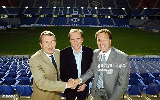 Erste gemeinsame Inspektionsreise der FIFA und des OK 2006 durch die zwoelf WM Stadien Hamburg Wolfgang NIERSBACH HSV Vorstandsvorsitzender Bernd...