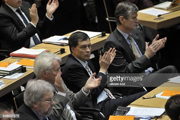 Erste Sitzung 2012 im Berliner Abgeordnetenhaus in der Mitte der zurückgetretene Justiz und Verbraucherschutzsenator Michael Braun