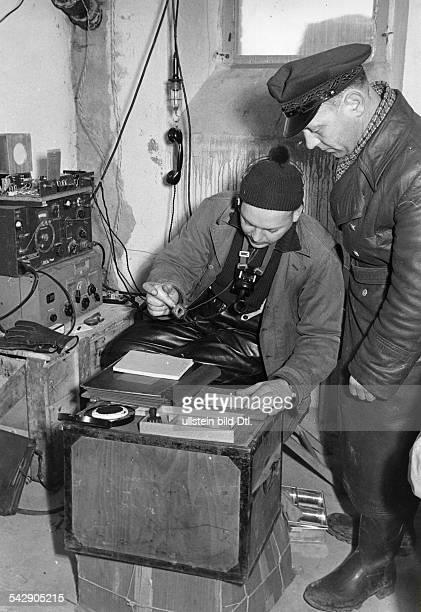 Erster Tag auf Helgoland im KistenPostamtder erste Stempel März 1952
