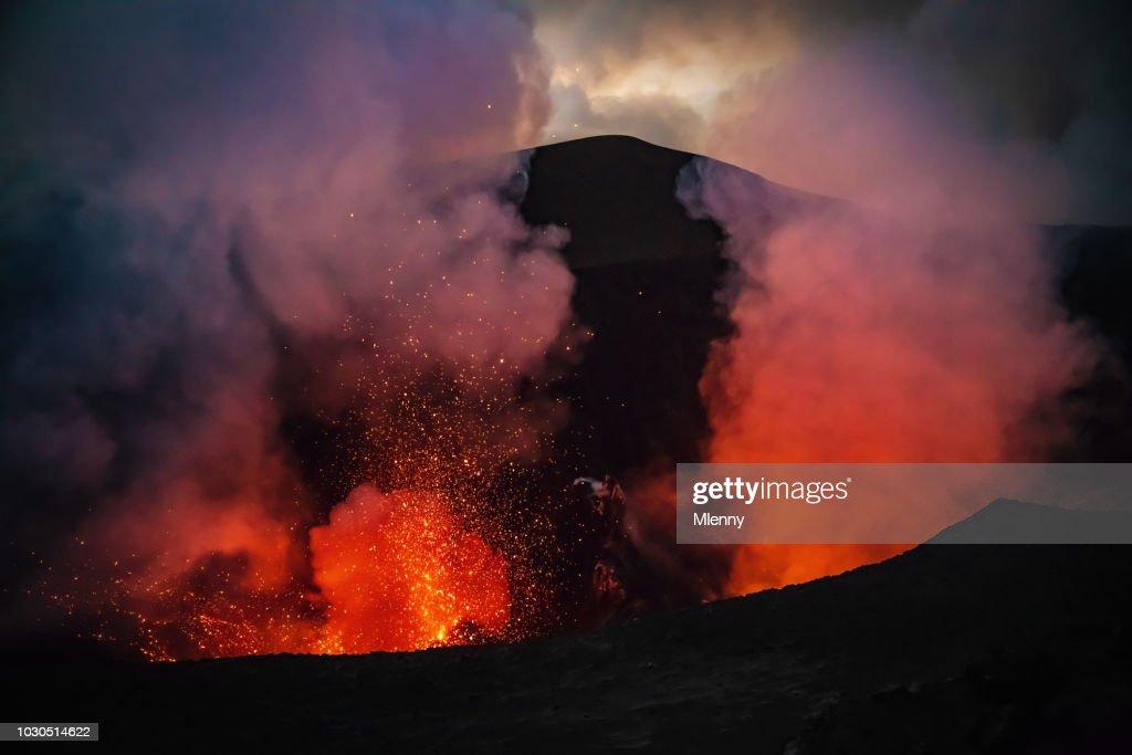 Erupting Mount Yasur Volcano Tanna Island Vanuatu Lava Crater : Foto de stock