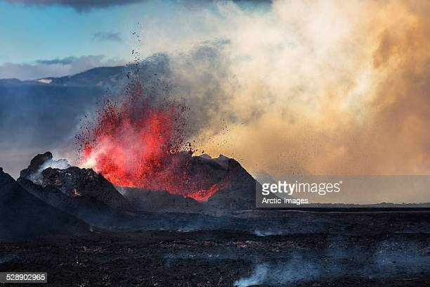 eruption, holuhraun, bardarbunga volcano, iceland - volcano stock photos and pictures