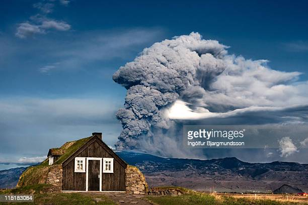 eruption, iceland - ash stock pictures, royalty-free photos & images