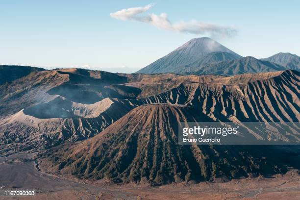 eruption of mount bromo volcano during sunrise - bromo tengger semeru national park stock pictures, royalty-free photos & images