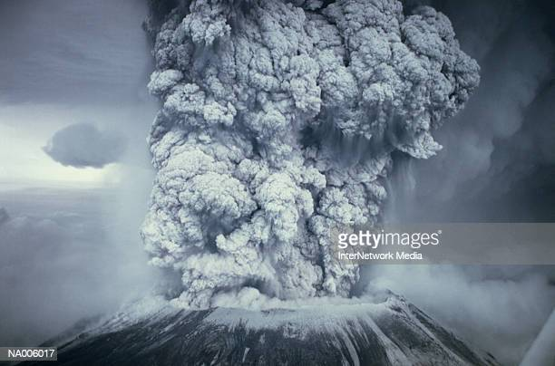 eruption of mount st helens - vulkan stock-fotos und bilder