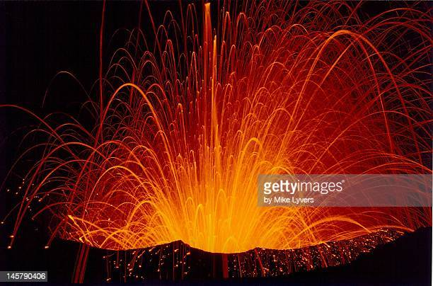 eruption of yasur volcano - 噴出 ストックフォトと画像