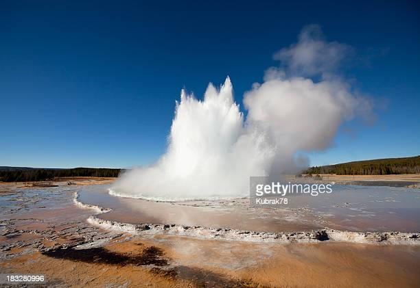 Eruption of Yellowstone's geyser