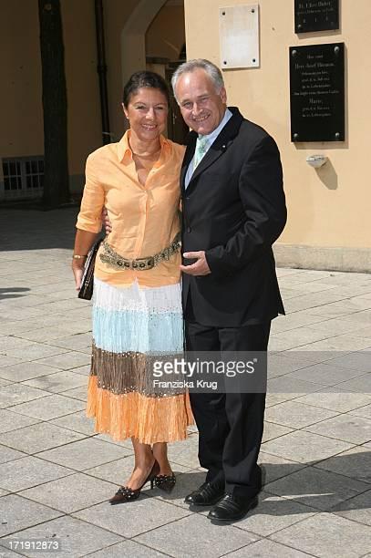 Erwin Huber Und Ehefrau Helma Bei Ihrer Ankunft An Der Kirche