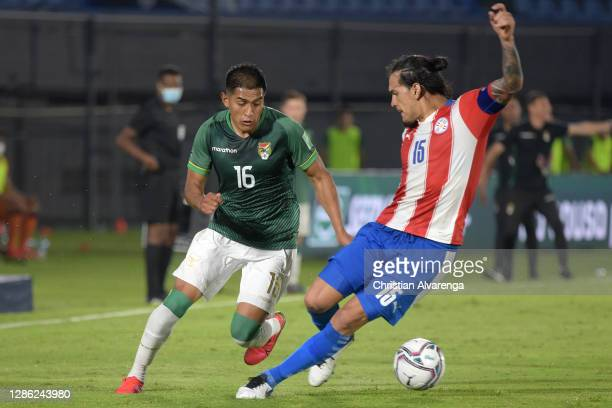 Erwin Saavedra of Bolivia competes for the ball with Gustavo Gómez of Paraguay during a match between Paraguay and Bolivia as part of South American...