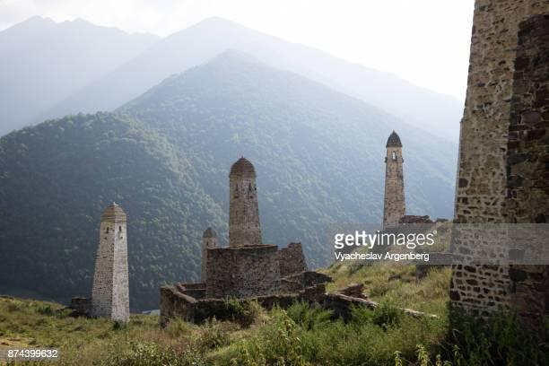 erzi military medieval towers, ingushetia/chechnya - kaukasus geografische lage stock-fotos und bilder