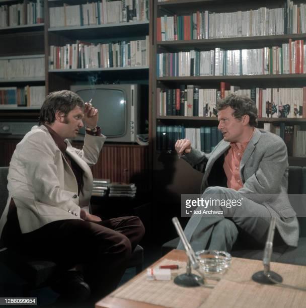 Es diskutieren: JÜRGEN KOLBE, ARNULF BARING, Sendung im ZDF, Folge 1, Juni 1971..