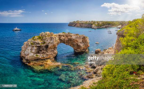 es pontas / es pontàs a natural arch near cala llombards on the spanish balearic island of majorca - spain - majorca stock pictures, royalty-free photos & images