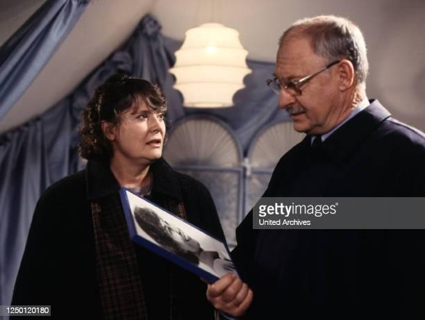 Es war alles ganz anders D 1991 Regie Zbynek Brynych CORDULA TRANTOW ROLF SCHIMPF Stichwort Foto Brille