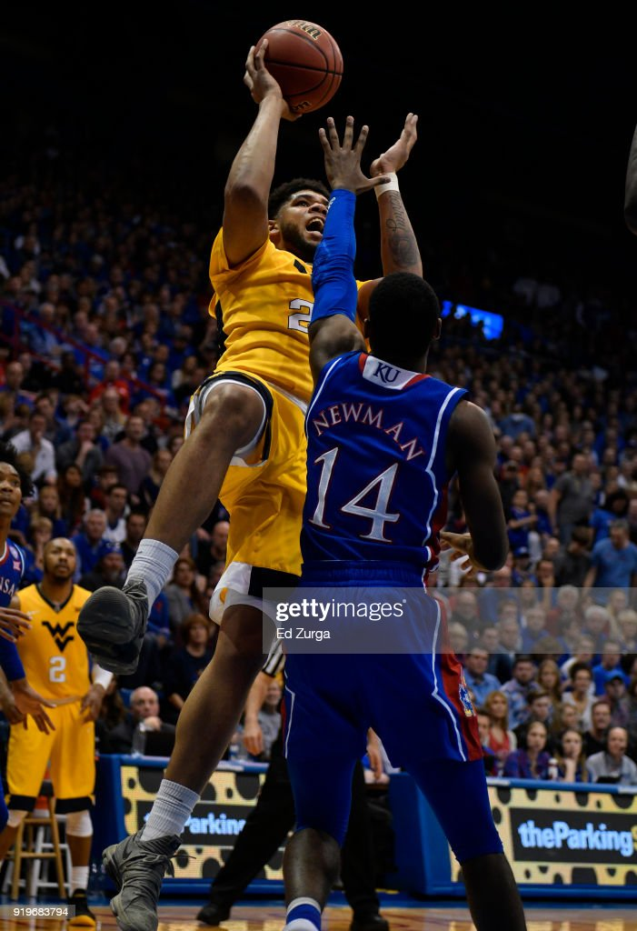 Esa Ahmad #23 of the West Virginia Mountaineers looks to shoot over Malik Newman #14 of the Kansas Jayhawks in the second half at Allen Fieldhouse on February 17, 2018 in Lawrence, Kansas.