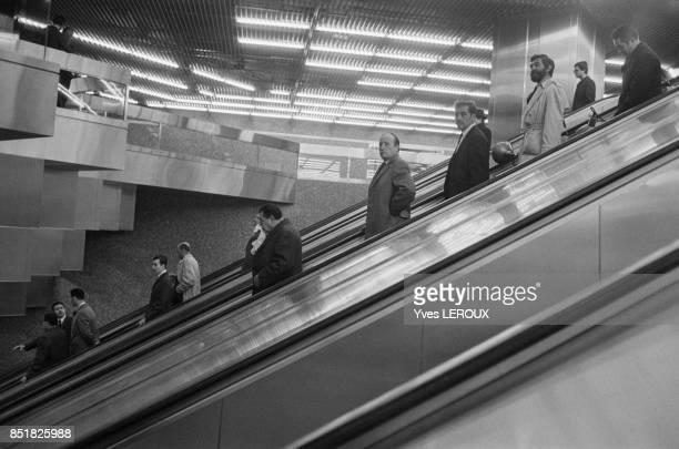 Escalator dans une station du RER le 20 février 1970 à Paris France