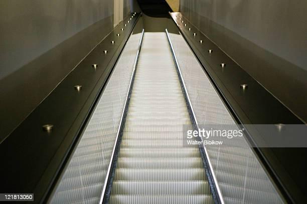 escalator, muhammad ali center - muhammad ali center stock pictures, royalty-free photos & images