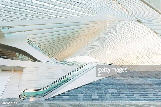 escalator outside modern architecture - liege stock pictures, royalty-free photos & images