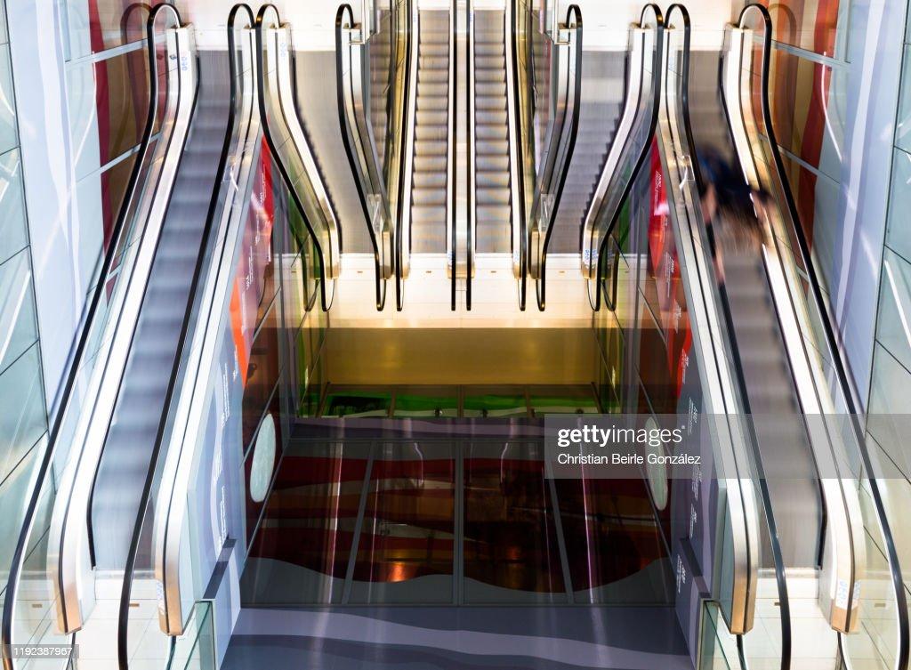 Escalators at Rotterdam's food market Markthal : Stock-Foto