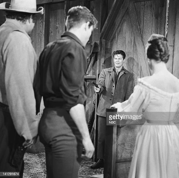BONANZA Escape to Ponderosa Episode 25 Aired 3/5/60 Pictured Dan Blocker as Eric 'Hoss' Cartwright Grant Williams as Lt Paul Tyler Joe Maross as...