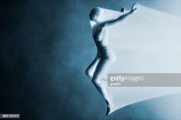 escape fantasma - silueta mujer desnuda fotografías e imágenes de stock