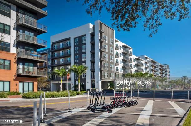e-scooters, new apartments, central avenue, saint petersburg, florida - gulf coast states fotografías e imágenes de stock