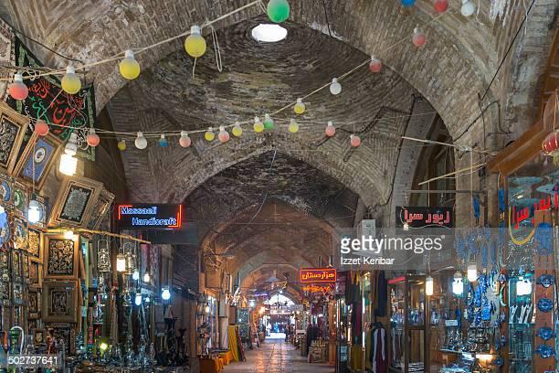 esfahan grand bazaar,iran - エスファハーン グランドバザール ストックフォトと画像