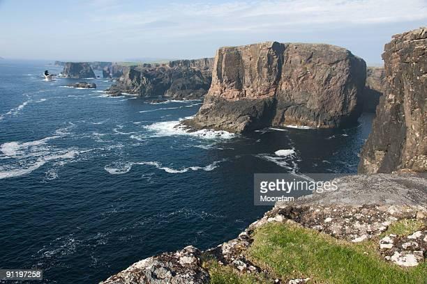 eshaness un remoto e molto suggestivo zona shetland - isole shetland foto e immagini stock
