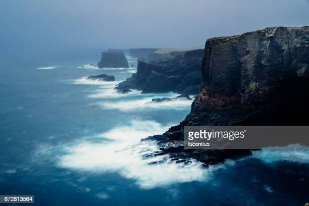 eshaness, shetland islands, scotland - isole shetland foto e immagini stock