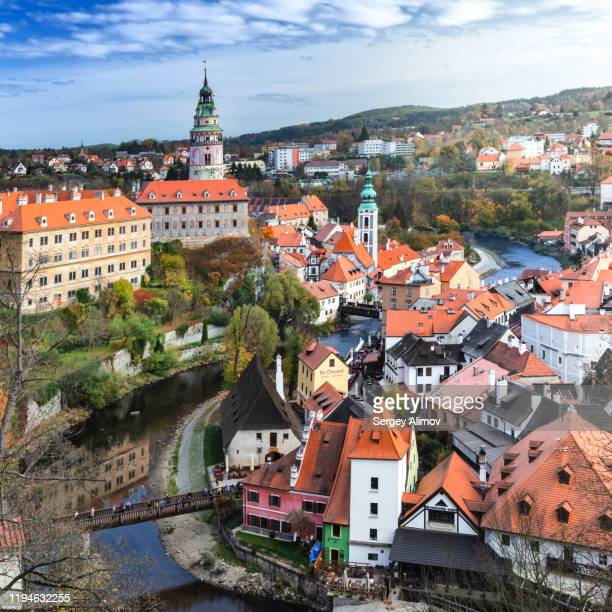 český krumlov autumn cityscape with state castle and old town - bohemia czech republic stock pictures, royalty-free photos & images