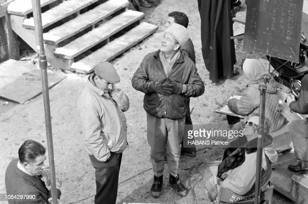 Espagne février 1963 Le tournage du film américain La chute de l'Empire romain d'Anthony Mann Ici le réalisateur Anthony MANN levant le regard au...